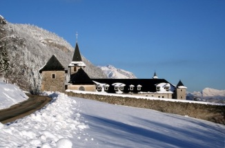 abbaye-de-tamie-toit-noir